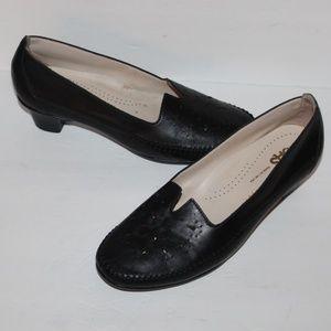 SAS Women size 9.5 M Black Leather